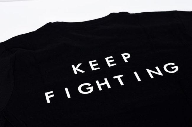 Espalda - Camisetas solidarias de boxeo de color negra, material algodón