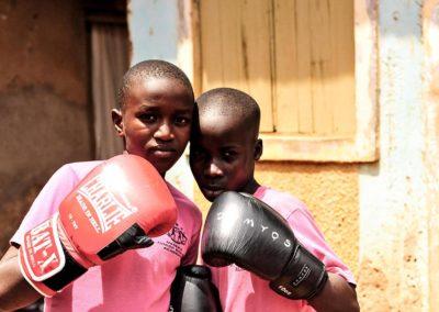 Estudiantes Hamza y Drogba con donaciones Round 13